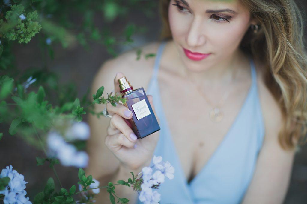 woman-holding-perfume