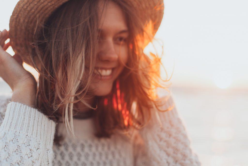 woman-smiling-wearing-hat