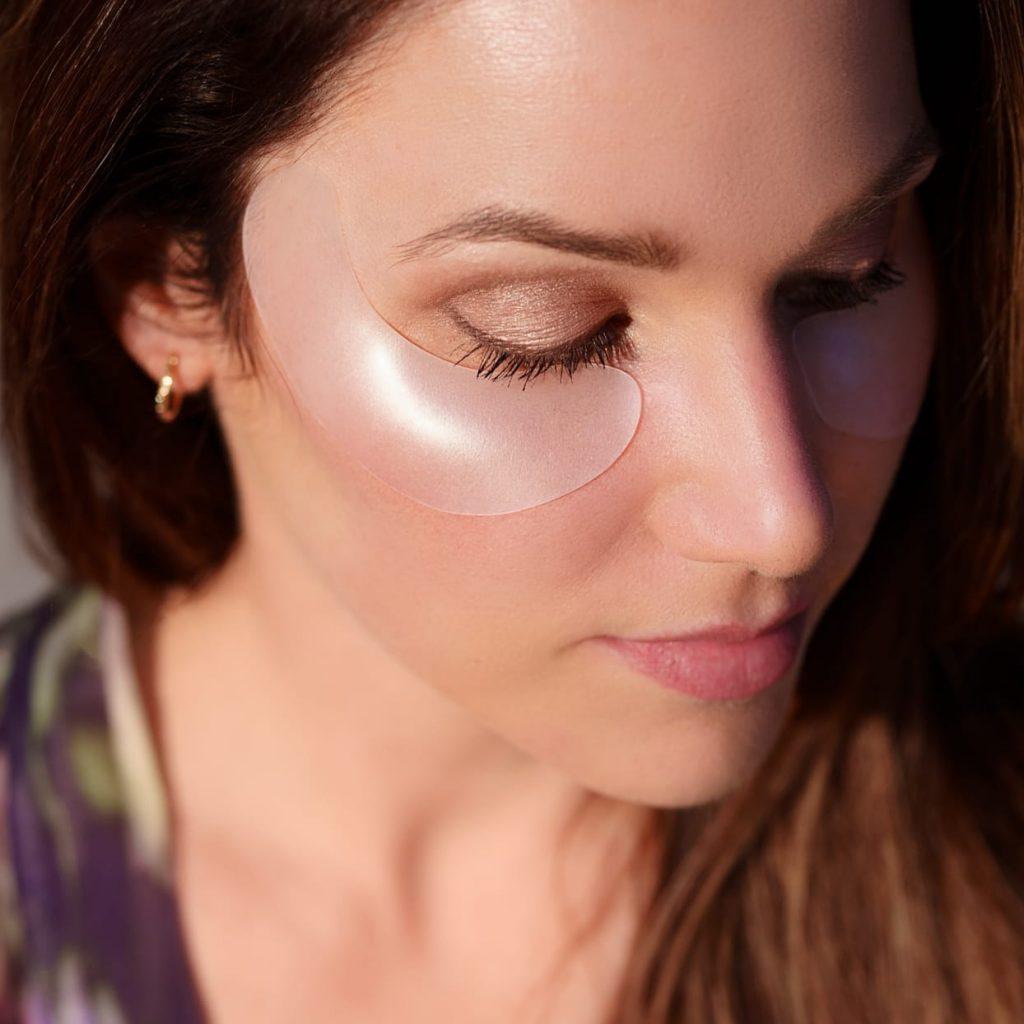 woman-wearing-wrinkle-patch-eyes